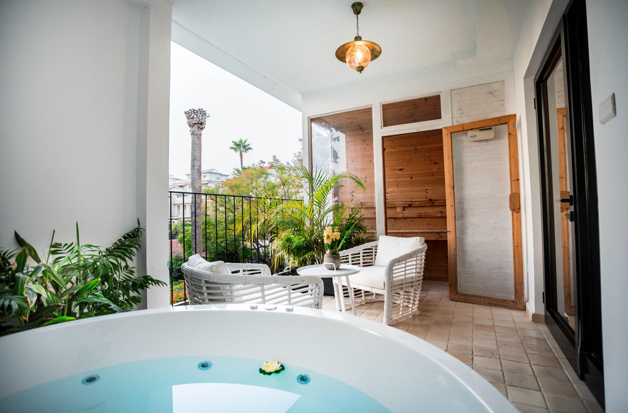 Lear Sense Hotel Gadera | Loft Jacuzzi
