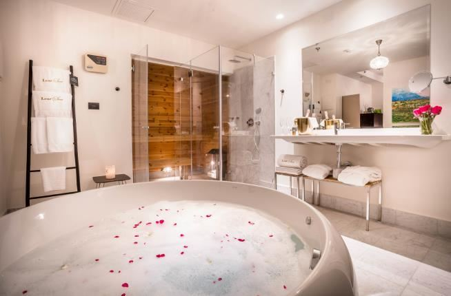 The  Suite -Jacuzzi - Hotel Lear