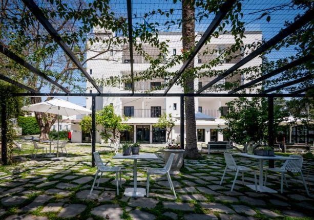 The hotel courtyard Hotel Lear in Gedera
